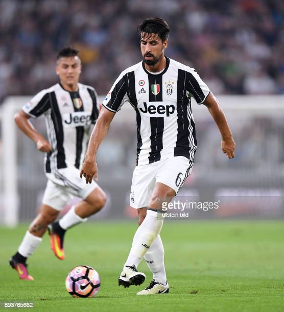 FUSSBALL INTERNATIONAL SERIE A 1 Spieltag SAISON Juventus Turin AC Florenz Sami Khedira am Ball