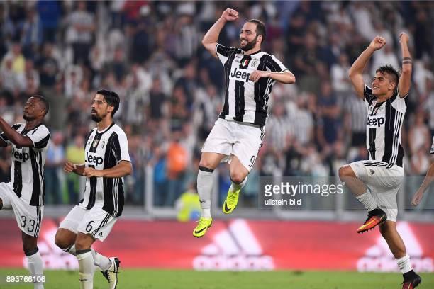 FUSSBALL INTERNATIONAL SERIE A 1 Spieltag SAISON Juventus Turin AC Florenz Schlussjubel Juventus Turin Patrice Evra Sami Khedira Torschuetze zum 21...