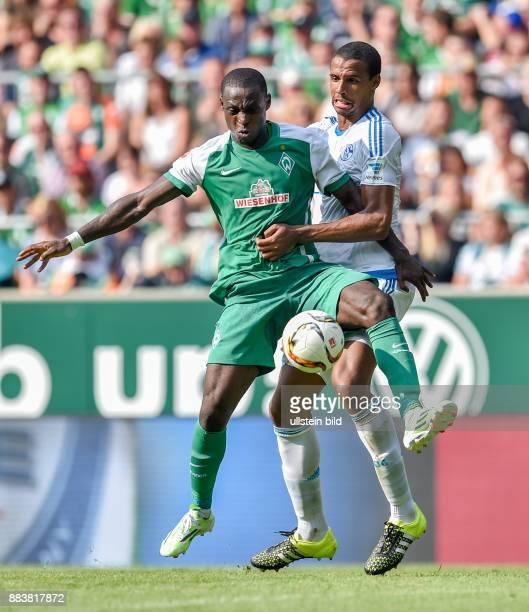 FUSSBALL 1 BUNDESLIGA SAISON 2015/2016 1 Spieltag SV Werder Bremen FC Schalke 04 Anthony Ujah gegen Joel Matip