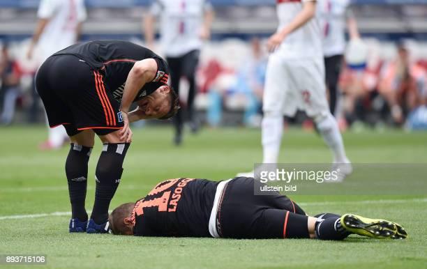 FUSSBALL 1 BUNDESLIGA SAISON 2014/2015 33 Spieltag VfB Stuttgart Hamburger SV Ivica Olic und PierreMichel Lasogga verletzen sich einem Zusammenprall