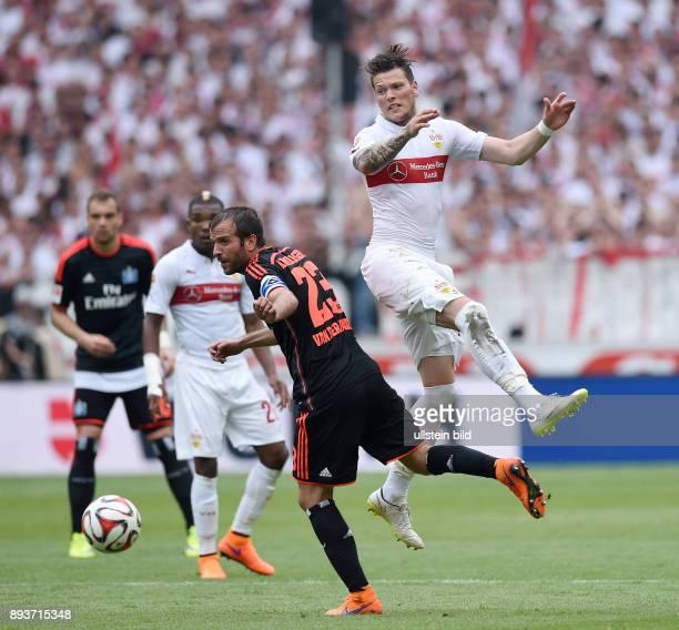 FUSSBALL 1 BUNDESLIGA SAISON 2014/2015 33 Spieltag VfB Stuttgart Hamburger SV Rafael van der Vaart gegen Daniel Ginczek