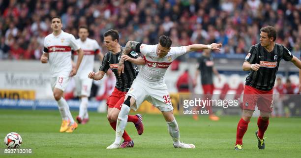 FUSSBALL 1 BUNDESLIGA SAISON 2014/2015 30 Spieltag VfB Stuttgart SC Freiburg Vladimir Darida gegen Daniel Ginczek und beobachtet von Oliver Sorg