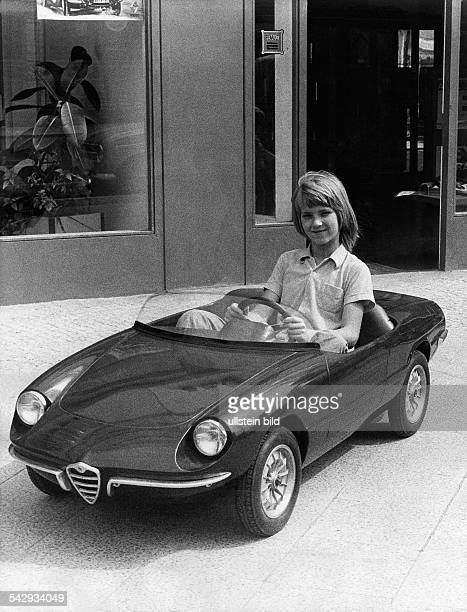 Spielzeugrennauto 'Alfa Romeo' mit einer 12VoltBatterie1973