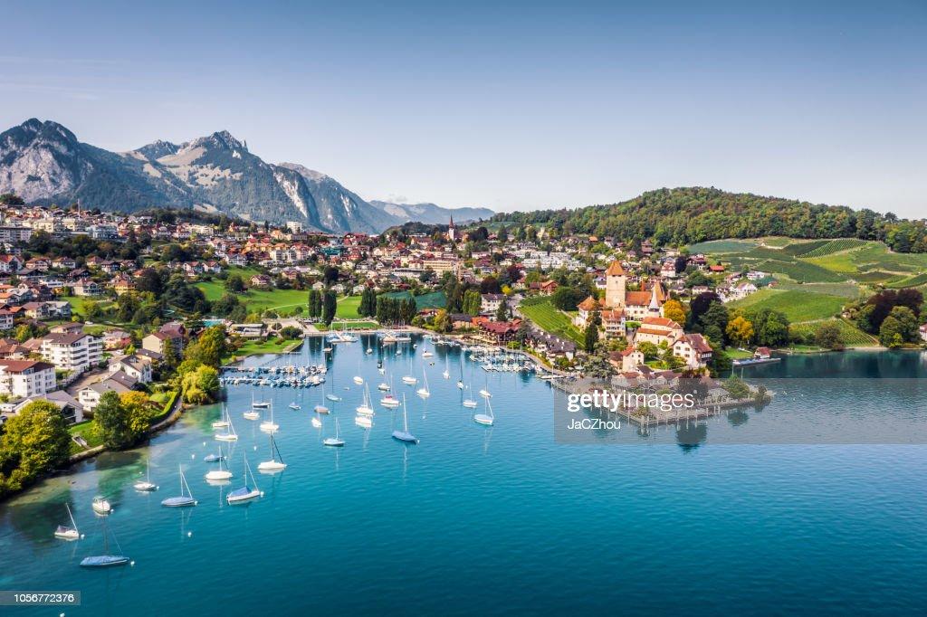 Castillo de Spiez de lago Thun en Cantón de Berna, Suiza : Foto de stock