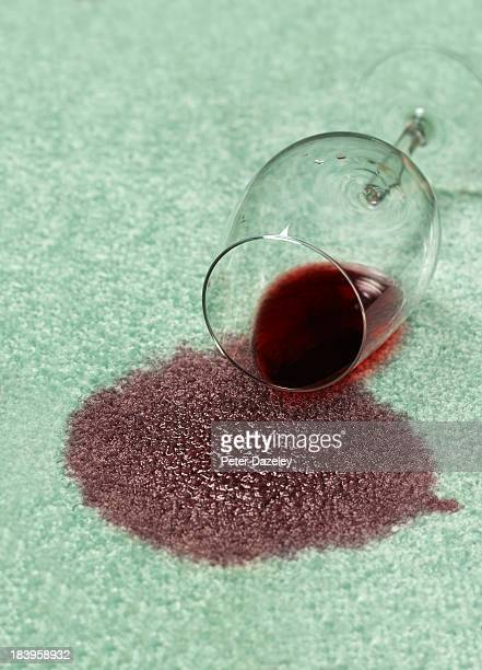 spilled red wine on carpet - wine stain stockfoto's en -beelden