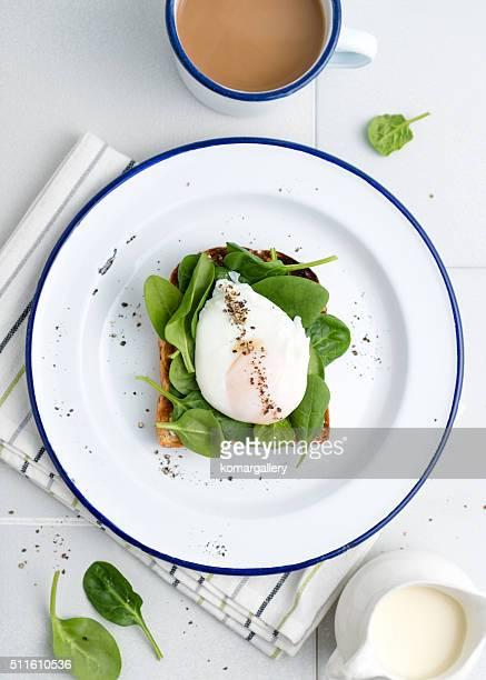 Spinat und pochiertem Ei-toast