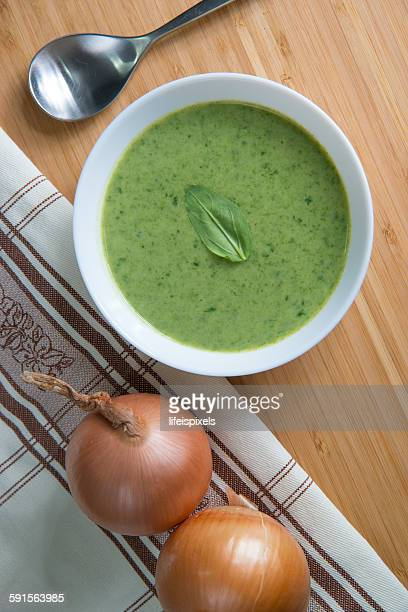 spinach soup - lifeispixels stock pictures, royalty-free photos & images