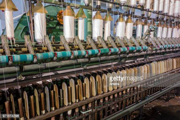 Spindles on ring spinning frame, machine for spinning fibres to make yarn in cotton mill / spinning-mill.
