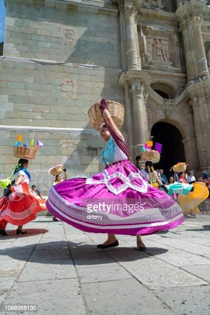Danseurs de filature au Día de los Muertos à Oaxaca