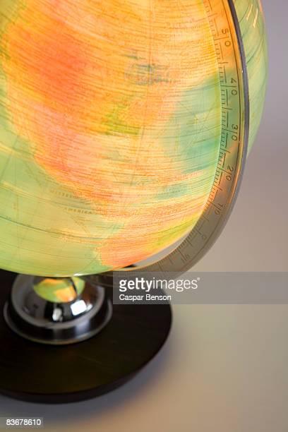 a spinning globe - mappamondo foto e immagini stock