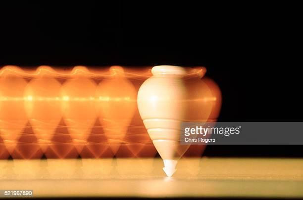 a spinning top / balance - physics fotografías e imágenes de stock