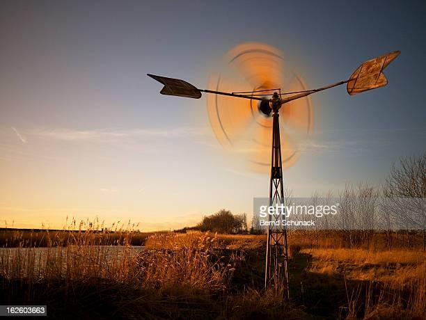 spinning windmill - bernd schunack stockfoto's en -beelden