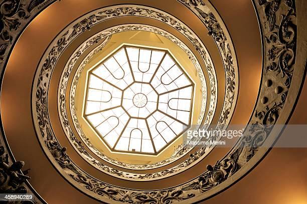 らせん階段でバチカン博物館