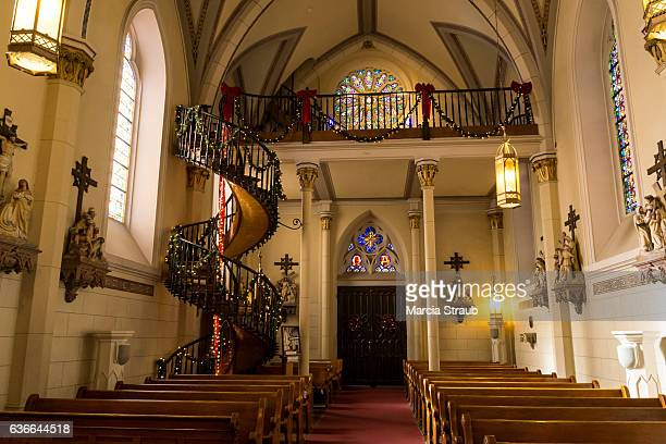 spiral staircase of the  loretto chapel, santa fe - cappella foto e immagini stock