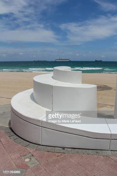 spiral wall structure on fort lauderdale beach - marie lafauci stock pictures, royalty-free photos & images