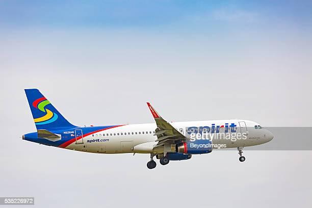 Espíritu de las compañías aéreas a 320-232 de aterrizaje bajo cielo nublado