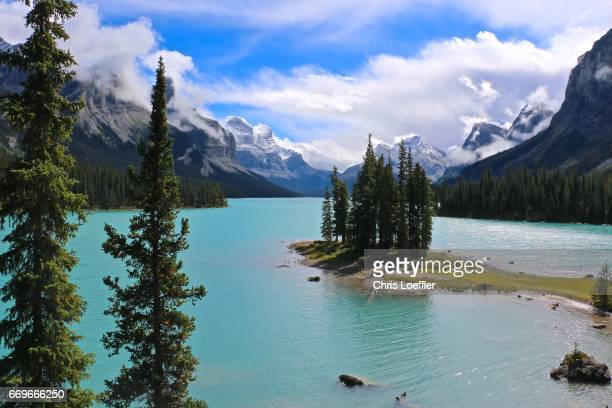 spirit island and maligne lake - beschaulichkeit stock pictures, royalty-free photos & images