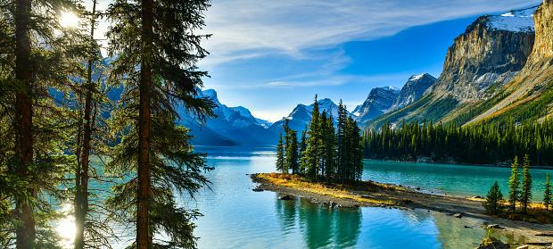 Spirit Island in Maligne Lake, Jasper National Park,Canada 913980890