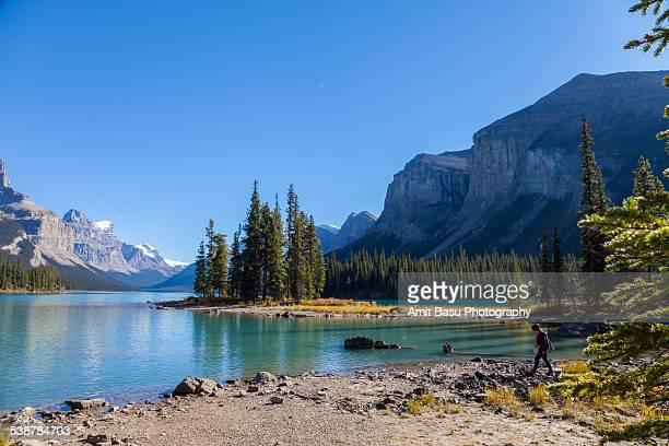 spirit island, maligne lake, jasper, canada - amit basu stock pictures, royalty-free photos & images