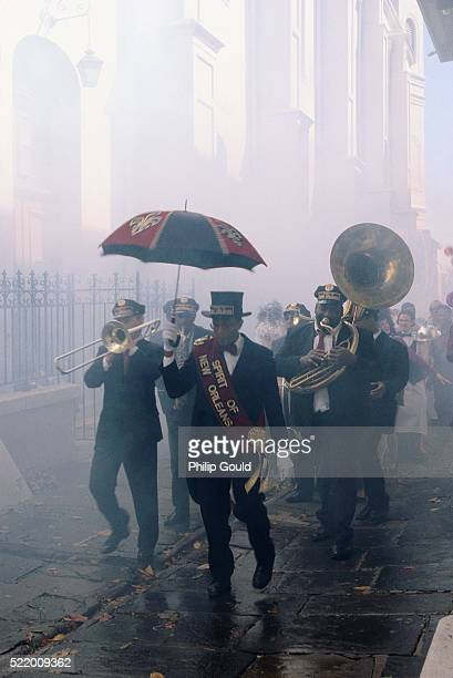 spirit of new orleans marching band procession - parade stock pictures, royalty-free photos & images