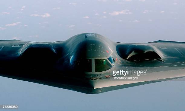a b-2 spirit proceeds to an undisclosed location after flying a mission over iraq in support of operation iraqi freedom on march 27, 2003. - stealth bomber stock photos and pictures