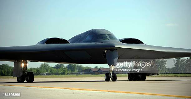 a b-2 spirit taxis onto the flightline at whiteman air force base, missouri. - stealth bomber stock photos and pictures