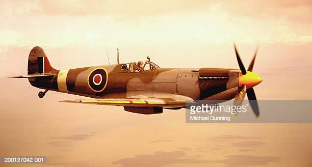 spitfire aircraft in flight (sepia tone) - spitfire - fotografias e filmes do acervo