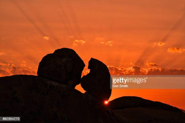 spitzkoppe sunset and sun star - don smith ストックフォトと画像