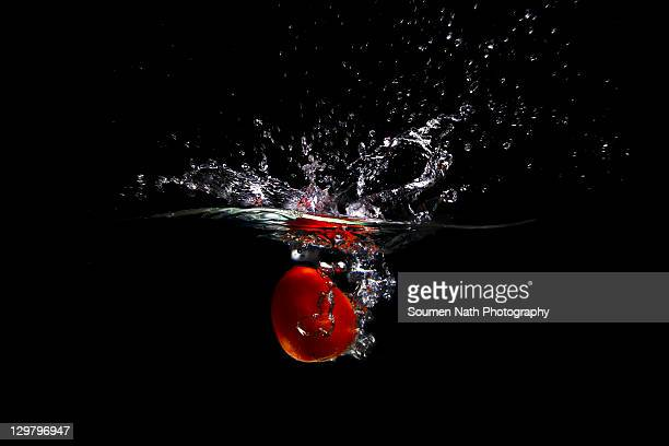 Splash -  tomato in water