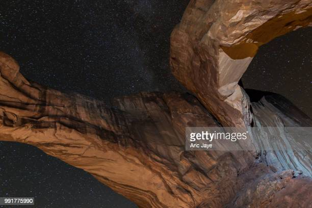 split double arch milky way - double arch stock pictures, royalty-free photos & images