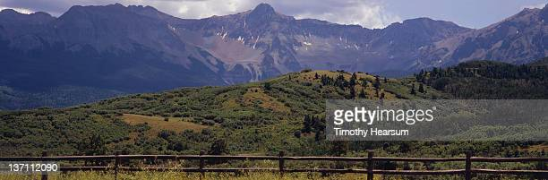 split rail fencewith rocky mountains beyond - timothy hearsum stock pictures, royalty-free photos & images