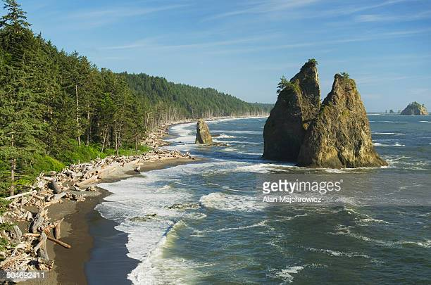 split rock rialto beach, olympic national park - rialto beach stock photos and pictures