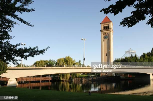 torre do relógio de spokane e riverfront park - riverfront park spokane - fotografias e filmes do acervo