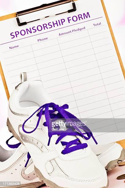 """unterstützte gehen oder laufen für alzheimer """"s - sponsor stock-fotos und bilder"""