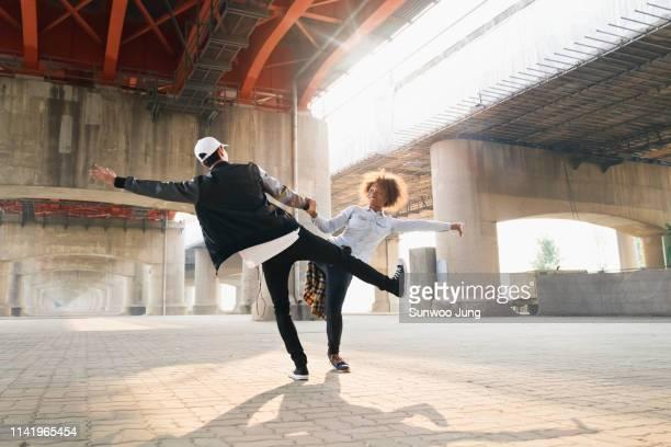 spontaneous dancing - street style ストックフォトと画像