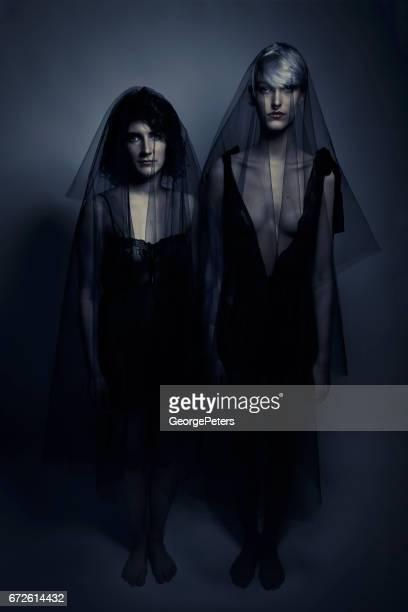 Gruselige lesbische Geister Hochzeit Zeremonie