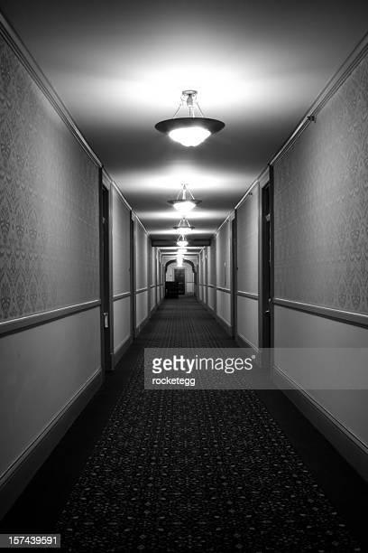薄気味悪い古いホテルをブラックとホワイト