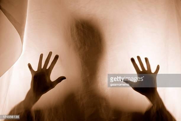 assustador silhueta pesadelo - encurralado - fotografias e filmes do acervo