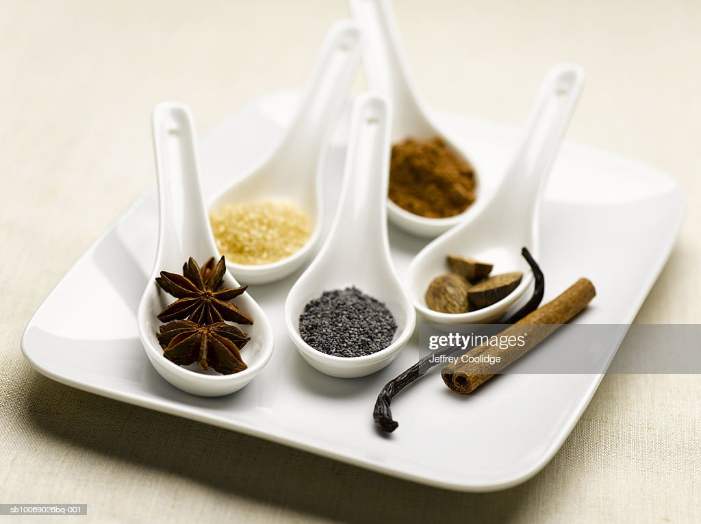 Spoons of baking spices, studio shot : Foto de stock