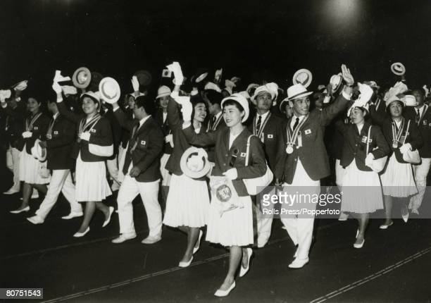 Sport 1964 Olympic Games in Tokyo Closing Ceremony pic October 1964 The Japanese team waving as they march around the National Stadium during the...