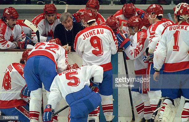 Sport 1992 Winter Olympic Games Albertville France Ice Hockey Final Unified Team 3 v Canada 1 Canada team talk during the final as they gather around...