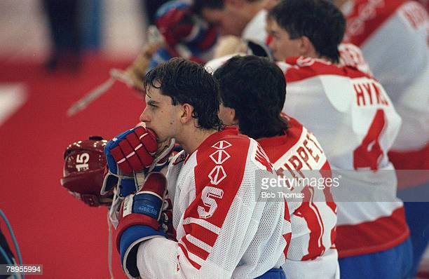 Sport 1992 Winter Olympic Games Albertville France Ice Hockey Final Unified Team 3 v Canada 1 Canada's Jason Woolley dejected at the end of the game