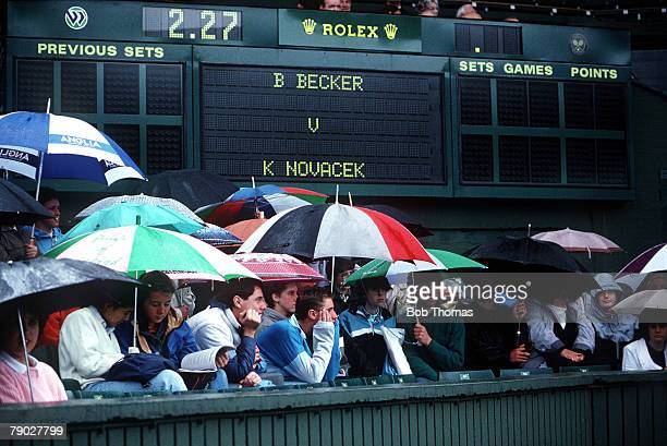 Sport, All England Lawn Tennis Championships, Wimbledon, London, England Frustrated crowds are pictured on Centre Court waiting for the Becker v...