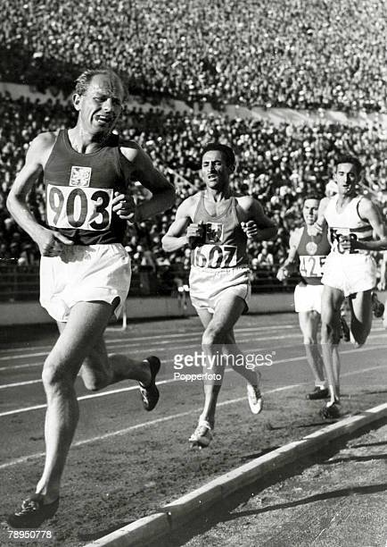 21st July 1952 1952 Olympic Games in Helsinki Mens 10000 metres Final Czechoslovakia's Emil Zatopek the eventual Gold medal winner leads the field...