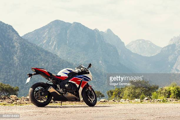 Sport bike parked on the road side