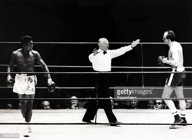 Sport Boxing England 21st May 1966 World Heavyweight Championship at Highbury London Muhammad Ali beat Henry Cooper Great Britain's Henry Cooper with...