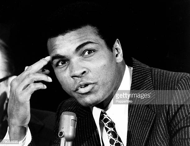 Sport Boxing Heavyweight Title Challenge New York USA 7th March 1971 Muhammad Ali chats to the Press during the build up for his challenge to...
