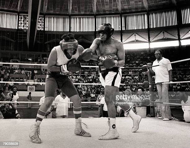 Sport Boxing New Orleans 10th September 1978 World Heavyweight Champion Muhammad Ali right training for his Heavyweight title defence against fellow...