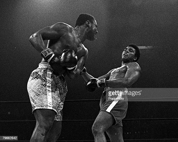 Sport Boxing New York USA 8th March 1971 World Heavyweight Champion Joe Frazier just misses title challenger Muhammad Ali at their Madison Square...