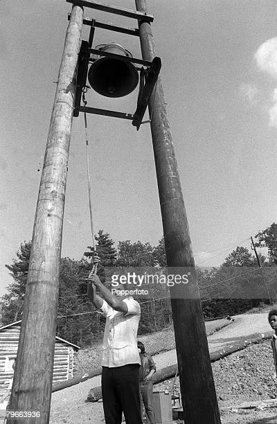 Sport Boxing Pennysylvania USA 22nd August 1973 Former Heavyweight Champion of the world Muhammad Ali rings the lunch bell at his Deer Lake training...